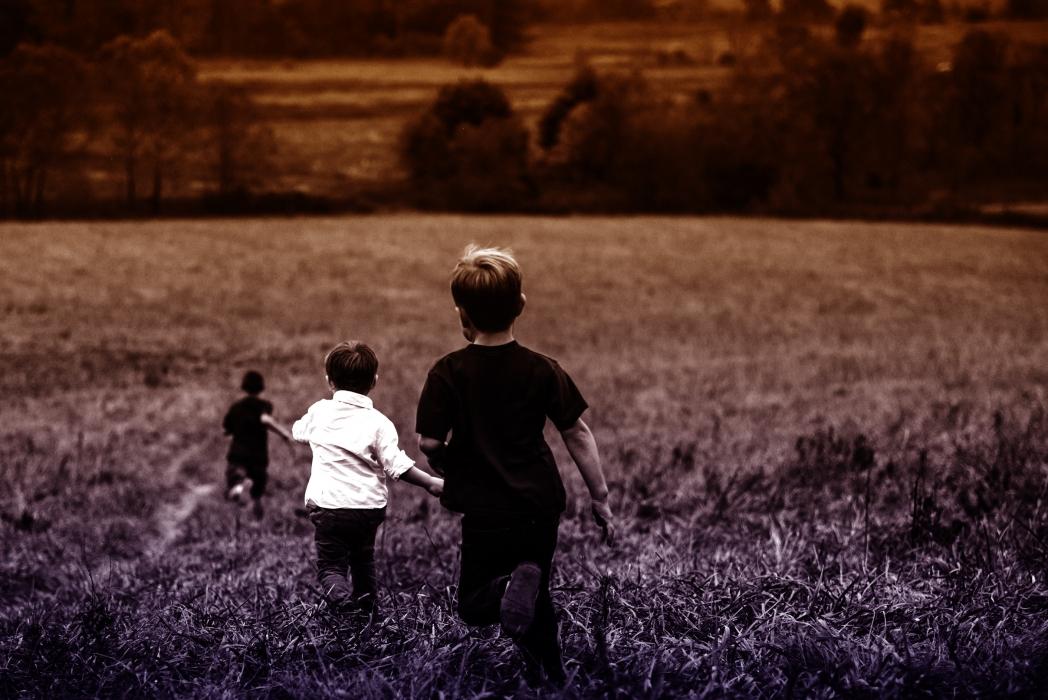 «Les plus sages ( …) cherchent toujours l'homme dans l'enfant, sans penser à ce qu'il est avant que d'être homme. » Jean-Jacques Rousseau